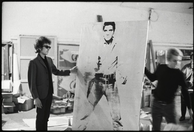https://adolfovrocca.files.wordpress.com/2014/06/66335-bob-dylan-with-a-double-elvis-screen-print-by-andy-warhol-the-silver-factory-231-east-47th-street-new-york-1965-photo-nat-finkelstein-800x544.jpg